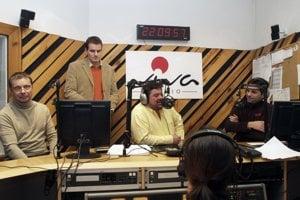 Notár Miloslav Kováč (vľavo) s Marianom Kočnerom v roku 2006 pri vyhlasovaní výsledkov súťaže Miliónové voľby. Pravdepodobne išlo o ich prvú spoluprácu.