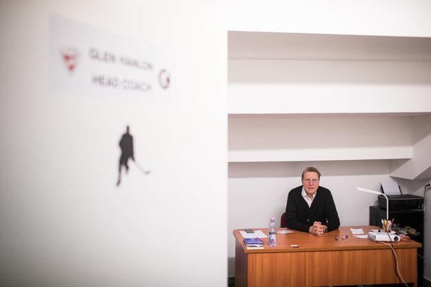 Kancelária kanadského trénera na štadióne v Miškovci.
