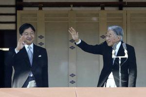 Japonský cisár so synom, ktorý ho čoskoro na tróne vystrieda.