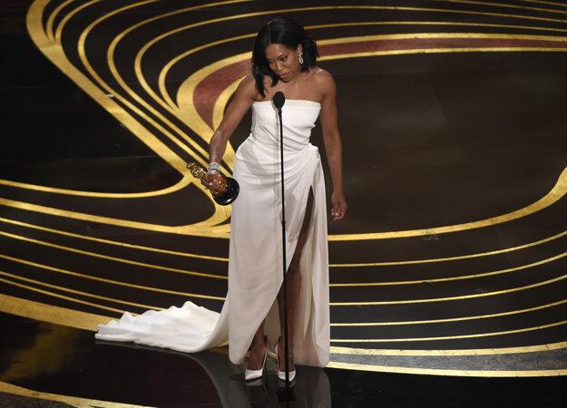 Regina King má Oscara ako najlepšia herečka vo vedľajšej úlohe za film If Beale Street Could Talk. Je to jej prvý Oscar.