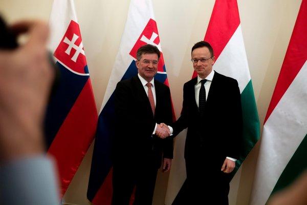 Slovenský minister zahraničných vecí Miroslav Lajčák, sa stretol so šéfom maďarskej diplomacie Péterom Szijjártóom.