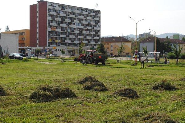 Bioodpad zo záhrad budú zvážať pracovníci technických služieb.