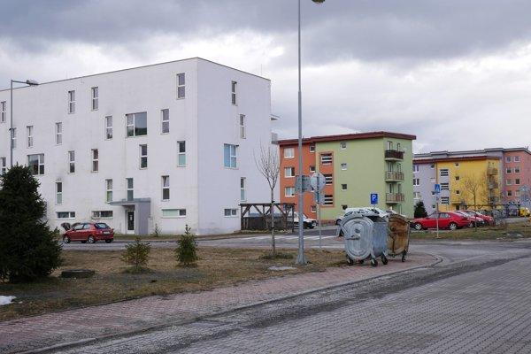 Byty sú prázdne ale mesto ich nemôže prideliť.