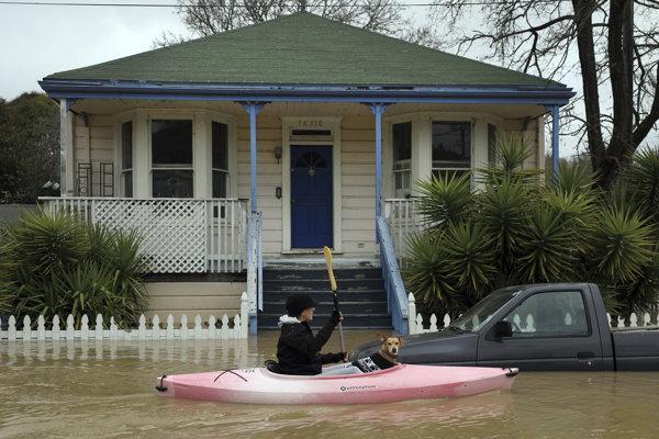 Mnohých ľudí museli zo zatopených oblastí evakuovať.