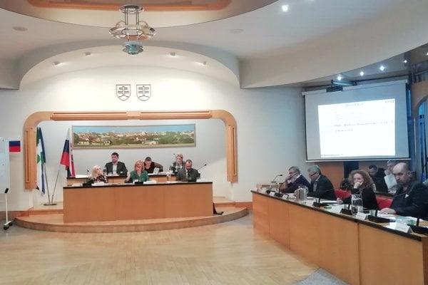 O financiách rozhodli poslanci na zastupiteľstve.