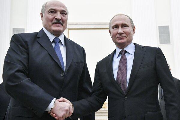 Bieloruský prezident Alexander Lukašenko s ruským kolegom Vladimirom Putinom na snímke z decembra 2018.
