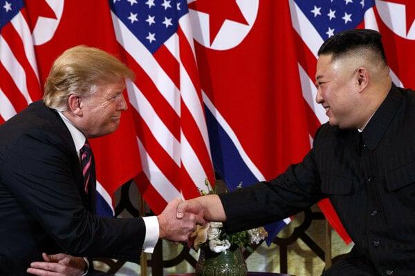 Donald Trump (vľavo) sa stretol s Kim Čong-unom po druhýkrát.