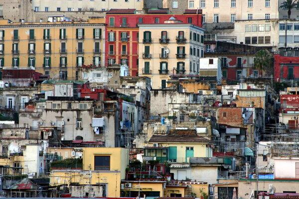 V chudobných štvrtiach Neapola opäť bojujú mafiánske gangy. Tentokrát mládežnícke.