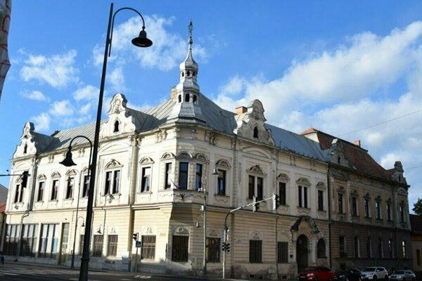 Budova Novohradskej knižnice.
