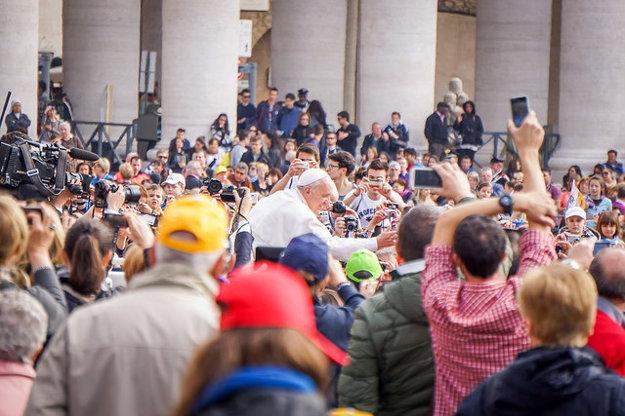Osobné požehnanie od pápeža Františka po jednej z omší na námestí sv. Petra v Ríme.