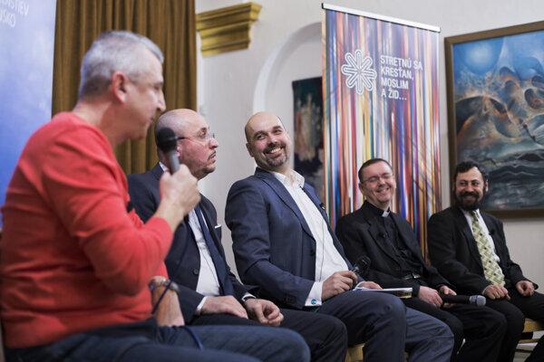 Dialóg medzi rôznymi vierami a náboženstvami