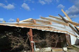 Z novej strechy sa rodina netešila ani rok.