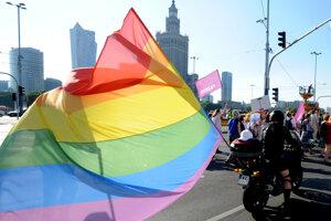 Starosta Varšavy sa postavil za práva LGBT komunity, vládna strana vidí útok na rodiny.