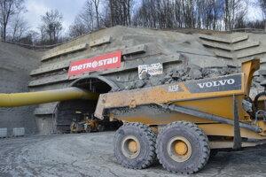 Práce na tuneli pokračujú podľa plánu, preraziť by ho mohli tento rok v lete.