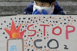 Protestujúci juhokórejský študent.