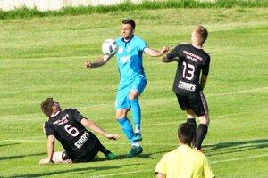 Futbal v Trenčianskych Tepliciach je na kolenách. Snímka je zo stretnutia v Šali.