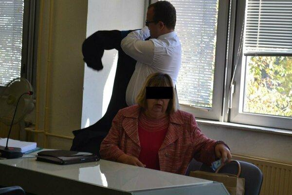 Bývalá riaditeľka ZŠ Sibírska Natália T. pred súdom v septembri 2017.