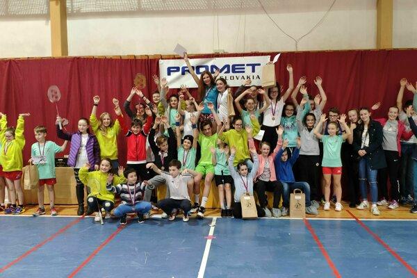Turnaja sa zúčastnilo takmer 60 mladých bedmintonistov.