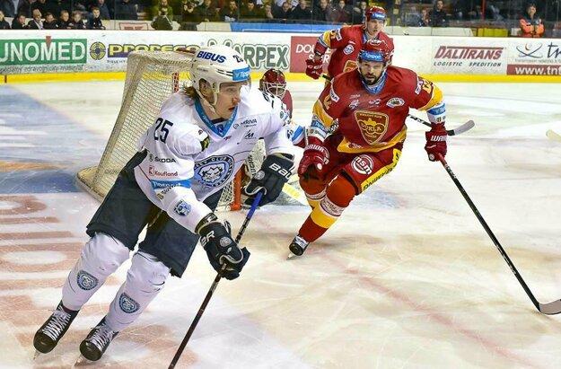 Bielo-modrých v tretej tretine prebral Buček. Potvrdil, že je hráč aj do zlého počasia.