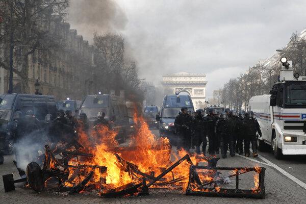 Protesty v Paríži.