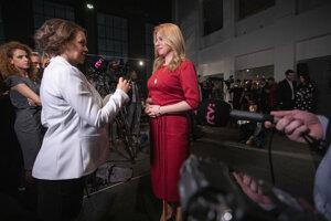 Zuzana Čaputová odpovedá na otázky novinárov počas volebnej noci.