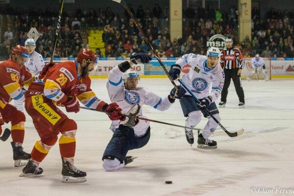 Vypäté momenty hokejovej série medzi corgoňmi a vojakmi pokračujú 5. zápasom, hrá sa v pondelok od 18.00 h v Nitre.