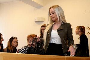 Na súdy chodila aj jeho priateľka