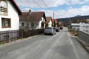 Inak pokojná ulica v Slovinkách, v časti Legy, kriminalisti tu zadržali dvoch Slovinčanov.