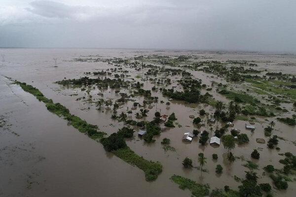 Záplavy spôsobené cykónom Idai v oblasti Nicoadala v Mozambiku.