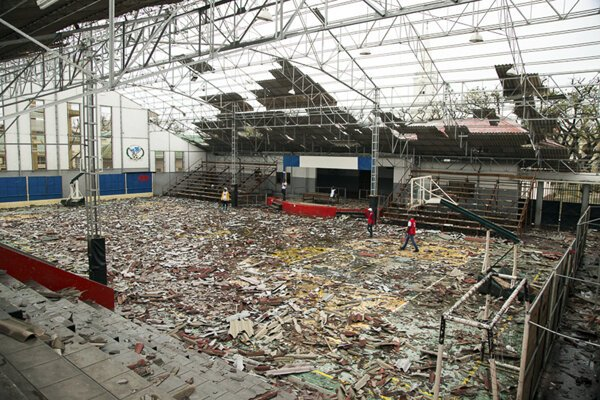 Zničená športová hala v meste Beira v Mozambiku.