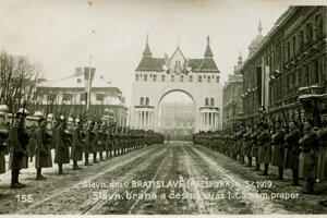Slávobrána vedľa dnešného Prezidentského paláca.