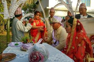 Obrad novomanželov trvá šesť hodín.