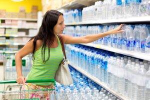 Výkup plastových fliaš a plechoviek nebude povinný vo všetkých obchodoch. Všetky však budú musieť zálohovať.
