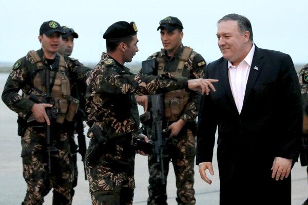 Americký minister zahraničných vecí Mike Pompeo (vpravo).