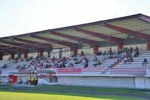 Na zápasy MFK chodilo veľmi málo divákov. Mužstvo sa prednedávnom odhlásilo zo súťaže.