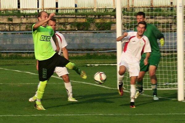Prvý jarný gól Dolného Kubína strelil Bojan Trojanović (v krikľavom drese).