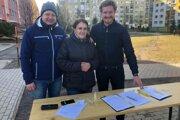 Banskoštiavnickí poslanci zbierajú podpisy na podporu zachovania sídla riaditeľstva SVP v meste.