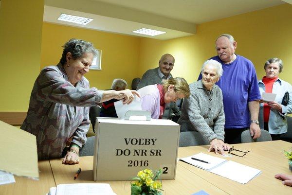 Starší ľudia vnímajú voľby ako povinnosť.