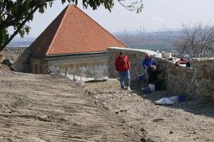 Oprava hradieb na Bratislavskom hrade.