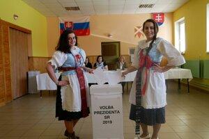 Dievčatá v Liptovskom Ondreji. Michaela Krajčirová (20) a Jana Kováčová.