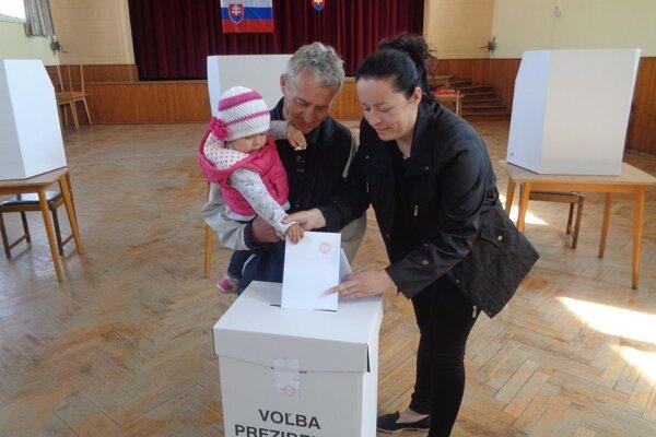 Voliči prichádzali svoj hlas odovzdať  od skorého rána.