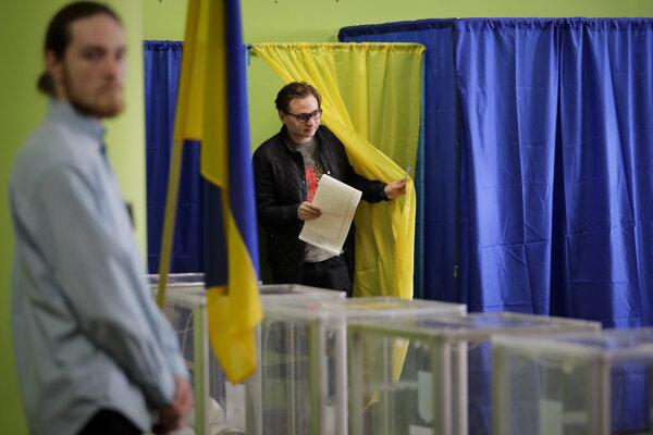 Ukrajinci si volia prezidenta.