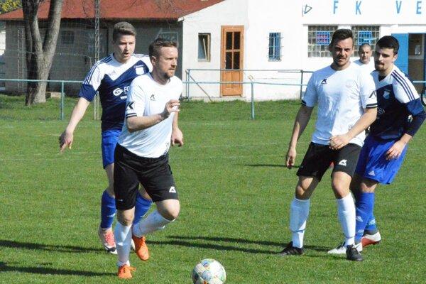 V šalianskom derby Veča porazila Trnovec 4:0.