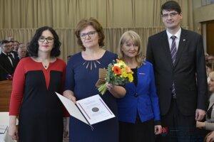Ocenená Mária Rypáková, riaditeľka ZŠ Kvačany