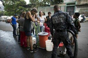 Venezuelčania majú problém so zabezpečením základných potrieb.