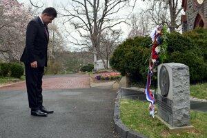 Minister zahraničných vecí a európskych záležitostí Slovenskej republiky Miroslav Lajčák, ktorý položil veniec k hrobu slovenského diplomata Štefana Osuského vo Washingtone.
