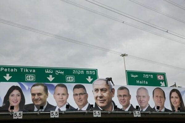 Bilbord vládnucej strany Likud v meste Petah Tikva.