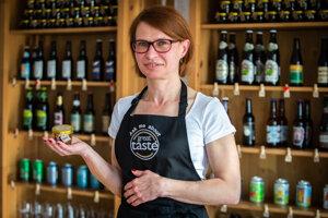 Monika Nógellová so svojou špecialitou z piva - Beermalade.