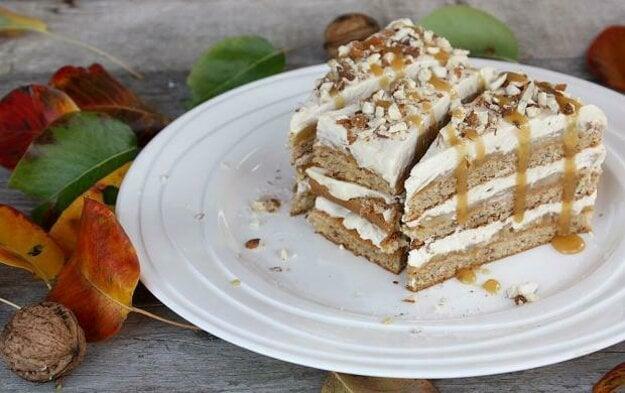 Orechovo-karamelové rezy s hruškami