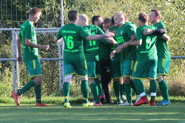 Dlhá nad Oravou zvládla najprv dohrávku v Novoti a potom majstrovský zápas v Hruštíne.